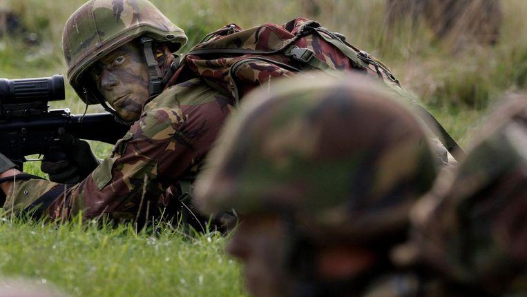 Archiefbeeld: militairen van de 43e gemechaniseerde brigade uit Havelte herdenken de waaloversteek uit 1944 van de 82nd Airborne Division in 2008. Beeld anp