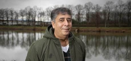 Karatas (57) haalt jonge man uit brandende auto langs A73 en redt zijn leven: 'Waarom kwam niemand helpen?'