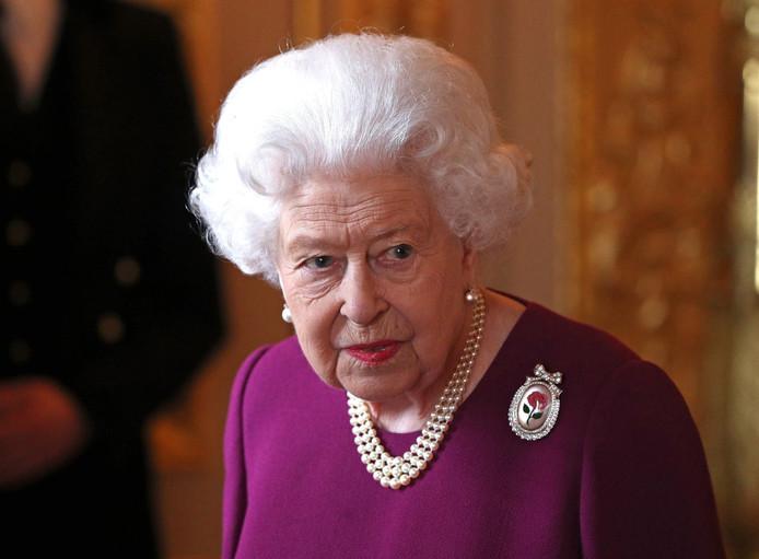 Elizabeth II, koningin van het Verenigd Koninkrijk van Groot-Brittannië en Noord-Ierland, Canada, Australië en Nieuw-Zeeland.