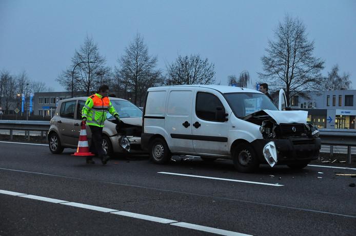 Kettingbotsing op de A59 bij Waalwijk.