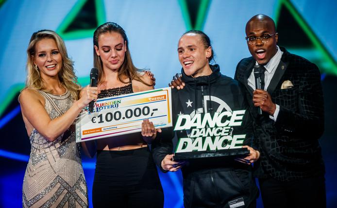 Zoey en Marnix tijdens de finale van het RTL televisieprogramma Dance Dance Dance 2017.