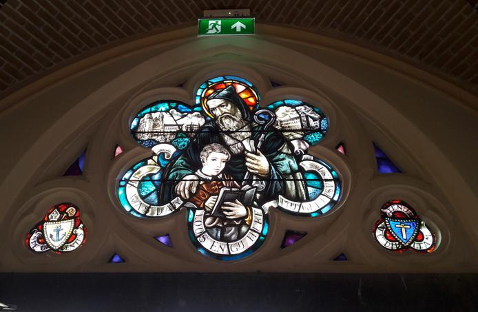 Glas-in-lood boven de entree van de kerk van de trappisten van Koningshoeven