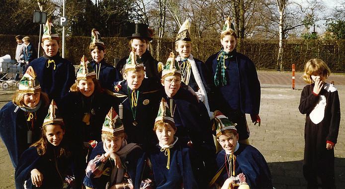 Carnaval 1988-1989 Jeugdprins Jochem Hekker met zijn raad