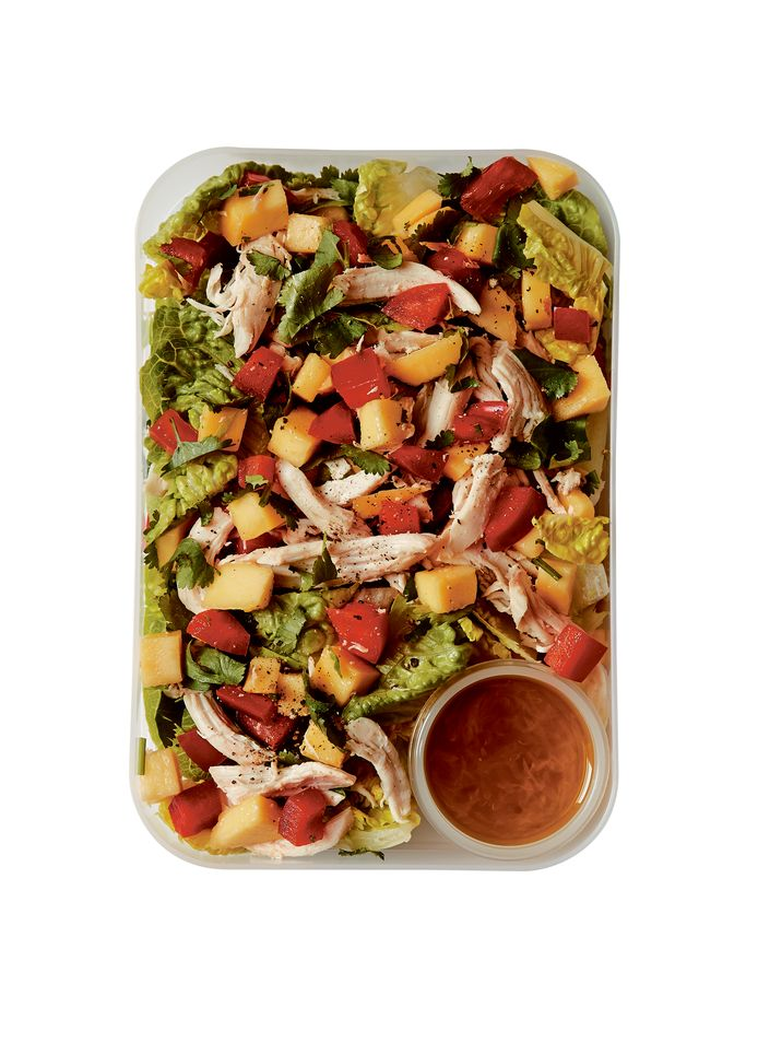 Salade met kip, mango en jalapeñodressing.
