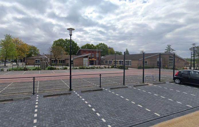 De jongen was aan het spelen op het schoolplein van de Ds. J. Fraanjeschool De Burcht.