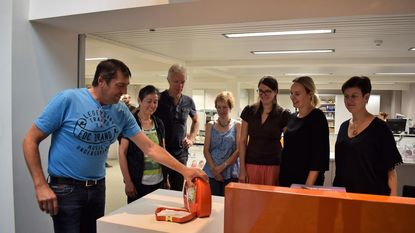 Firma Campaert installeert eerste AED-toestel in Waarloos
