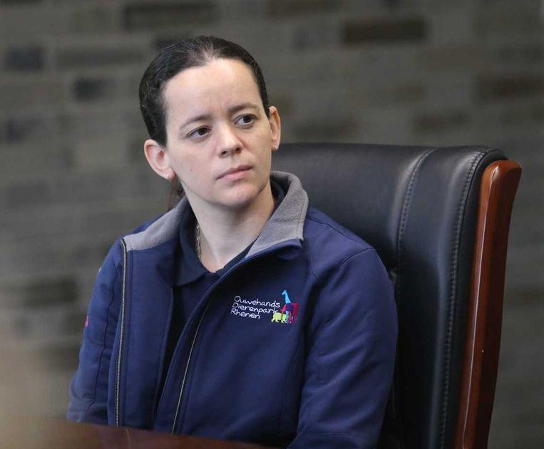Verzorger Brenda van Ekeren van het Ouwehands Dierenpark. Beeld anp