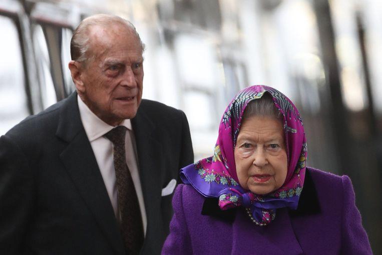2eb44a5fdab82b Queen Elizabeth II en prins Philip arriveren bij Kings Lynn train station  voor de start van