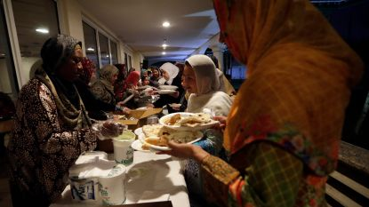 Afhaalpunten voor 'ramadanmaaltijden' niet toegestaan in Antwerpen, leveringen aan huis wél