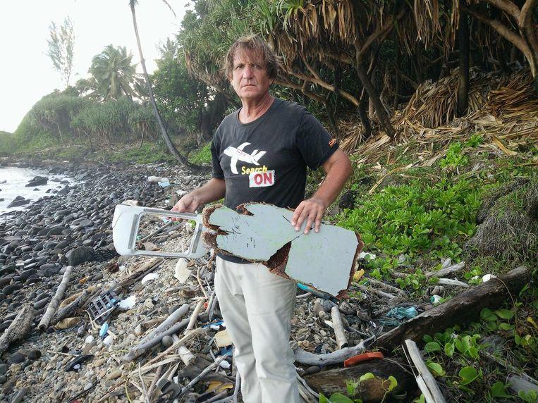 Blaine Gibson met mogelijke brokstukken van vlucht MH370.
