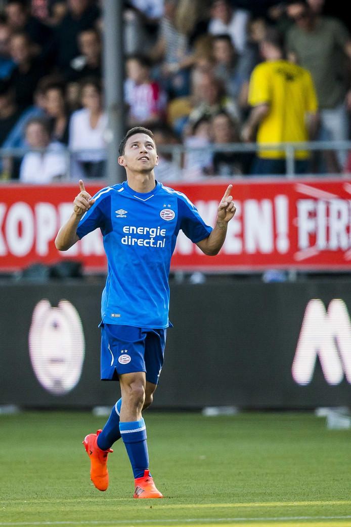 Mauro debuteerde op 15 oktober in het eerste van PSV. Hij scoorde direct in zijn eerste wedstrijd.