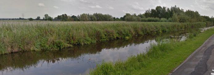 Het water langs de Wagendijk.