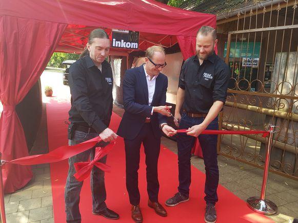 Minister Ben Weyts kwam Pakawi Park officeel openen in het bijzijn van eigenaars Tommy Pasteels en Wim Verheyen.