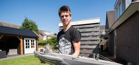Lars (19) bouwt boten (in het klein)