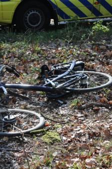 Fietsster gewond bij aanrijding in Apeldoorn, e-bike aan diggelen