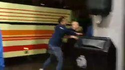 Fans van Geel gaan bus supporters Westerlo te lijf