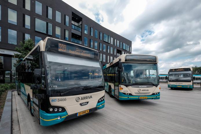 Bussen van Arriva op het station in Doetinchem.