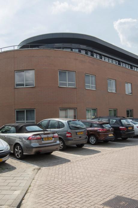 Migrantenhotel Rijpelberg hangt op parkeerruimte