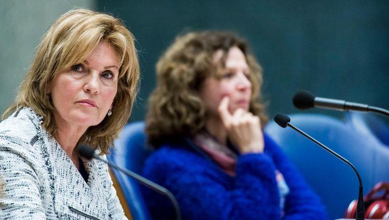 D66'er Pia Dijkstra (L) en minister Edith Schippers. Beeld anp