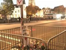Hek om bloemenmonument  doodgestoken Paul Pluijmert  vanwege intocht sint