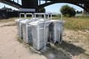 De afvalbakken vlakbij de Waalbrug worden wel steeds meer gebruikt.