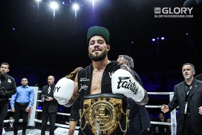 Robin van Roosmalen was zowel in het veder- als in het lichtgewicht wereldkampioen bij Glory.