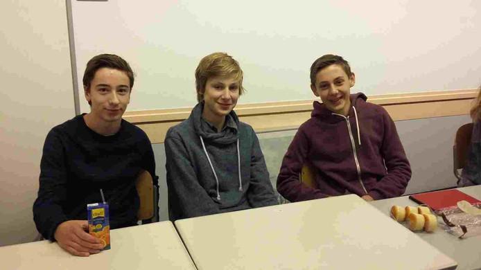 Tim, Jonah en Tom hebben vannacht maar een paar uurtjes geslapen. Om 4 uur stonden ze voor de deur van Het Stedelijk Gymnasium om de Amerikaanse verkiezingen te volgen.
