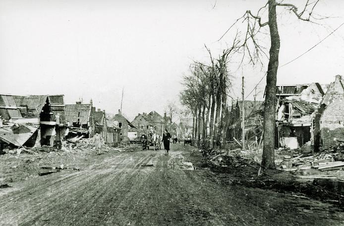 Dorpsstraat, Breskens, beeld van verwoestingen door bombardement 11 september 1944.
