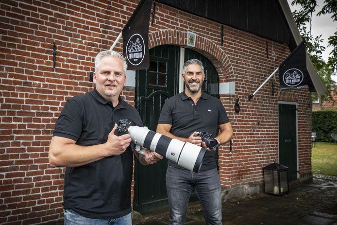 Alex Wächtler (R) en Robin ten Cate (L) openen dinsdag hun fotozaak Foto Village in Losser.