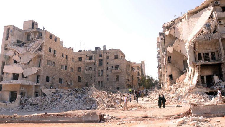 Verwoeste gebouwen rondom het Al-Hayat ziekenhuis in Aleppo. Beeld null