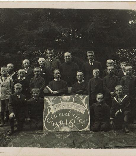 Wie zijn de geestelijken op deze oude foto uit Glanerbrug?