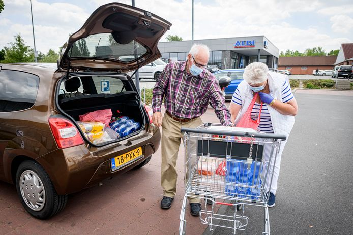 Nederlandse supermarkten stellen geen mondkapjesplicht in.
