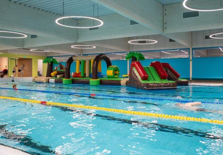 Het nieuw springkasteel in intergemeentelijk zwembad Den Bessem in Hove.