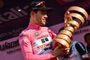 Dumoulin als eindwinnaar van de Giro in 2017.