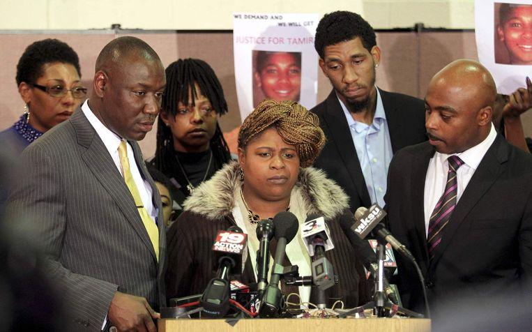 De moeder van Tamir Rice (midden). Beeld reuters