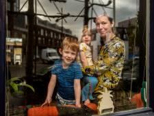 Bredase fotograaf richt camera op het bijzondere gezinsleven achter glas