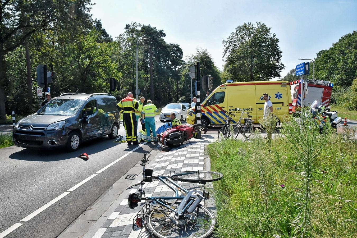 Ernstig ongeluk op de kruising van de Burgemeester Baron van Voorst tot Voorstweg met de Reeshofdijk in Tilburg.