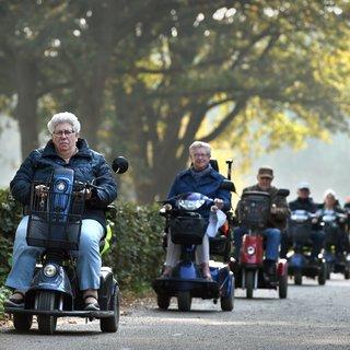 De scootmobiel: gevaarlijker dan de fiets en de auto? 'Pas in de heg stopte ik'