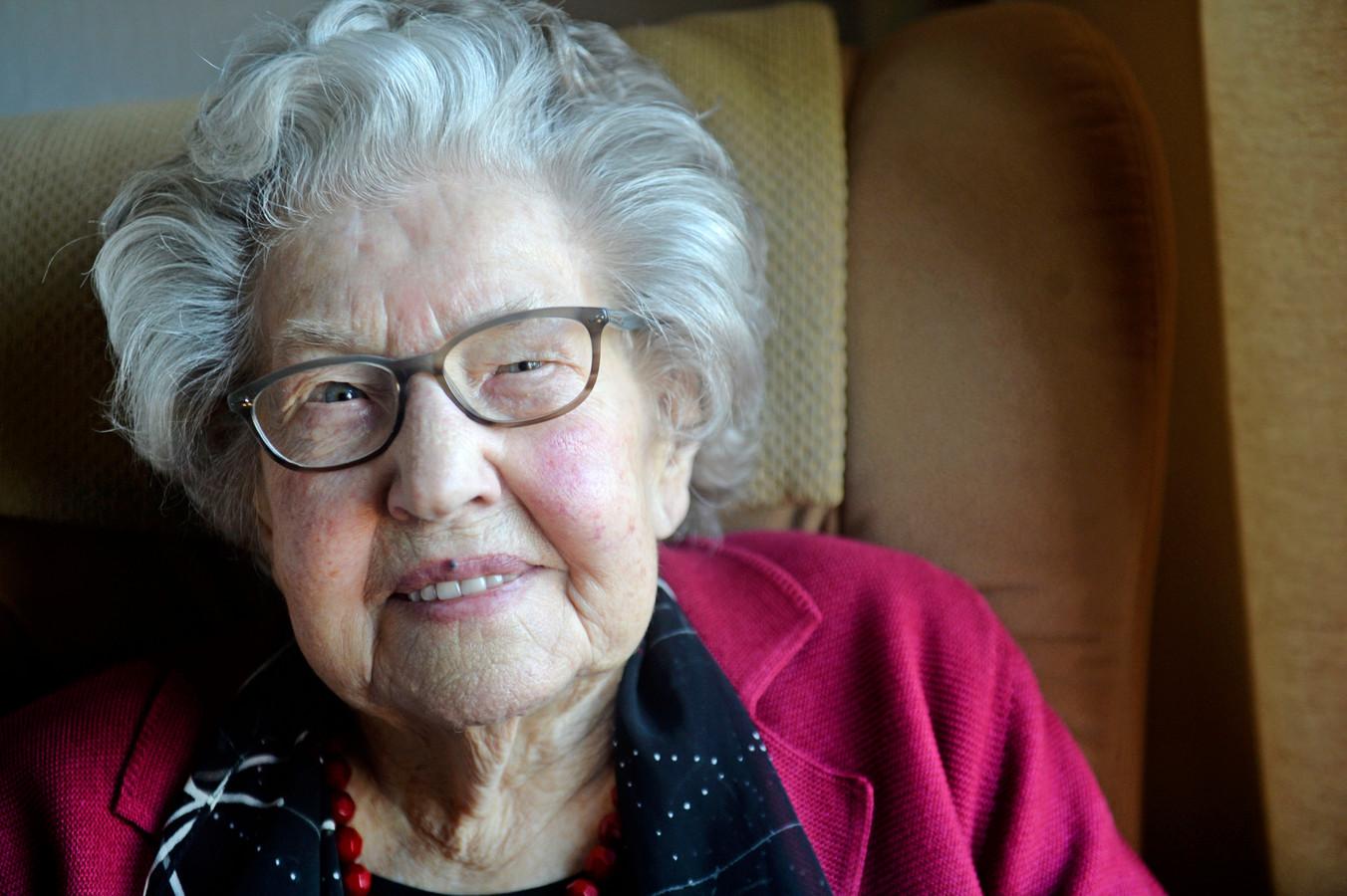 Lammy de Bruin-Wink is een kerstkindje. Op tweede kerstdag werd zij 100 jaar.
