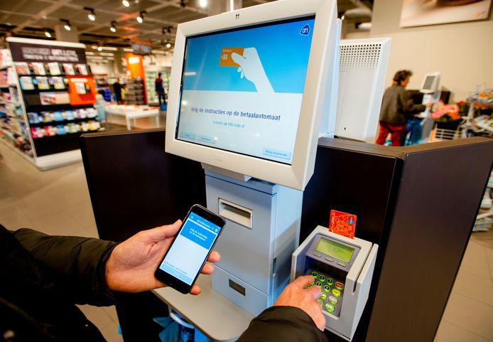 Filialen van Albert Heijn in het hele land werden getroffen door een pinstoring waardoor klanten bij de kassa's niet konden betalen met hun pinpas.