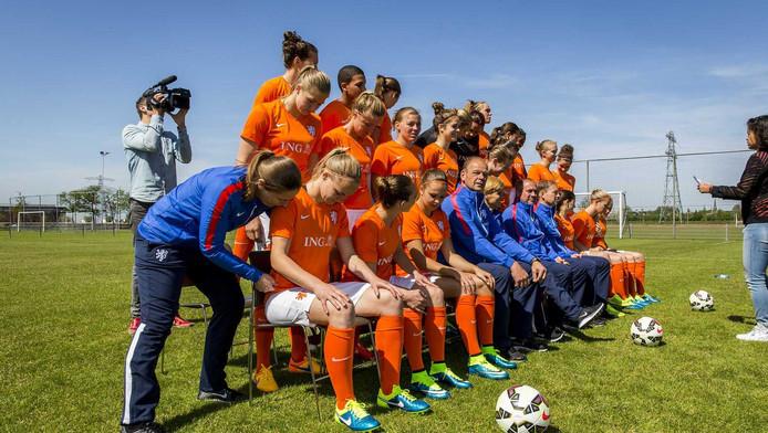 De fotoshoot van de Oranjevrouwen