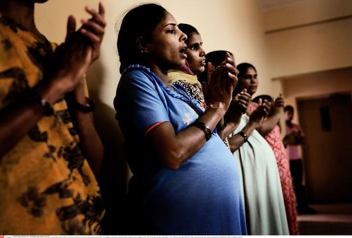 Draagmoeders in India. Inmiddels voert het land een ontmoedigingsbeleid.