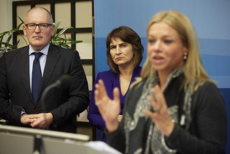 V.l.n.r.: minister Frans Timmermans (Buitenlandse Zaken), minister Lilian Ploumen (Ontwikkelingssamenwerking) en minister Jeanine Hennis-Plasschaert (Defensie) Beeld epa
