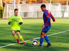 Goaltjesdief Koenders prikt een extra goaltje voor Brabantia in restant tegen 't Zand