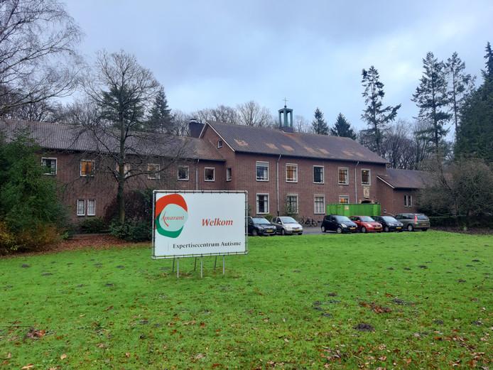 In het oude klooster aan de Tilburgseweg zit nu nog het Expertisecentrum Autisme van Amarant. Er moeten appartementen inkomen voor dementerende ouderen.