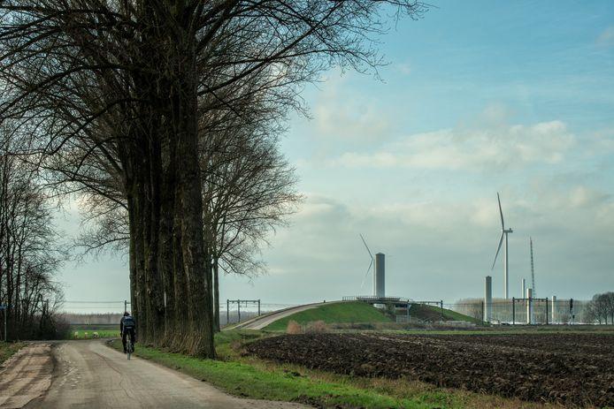 Windpark Deil in aanbouw rond de plek waar A2 en A15 samenkomen.