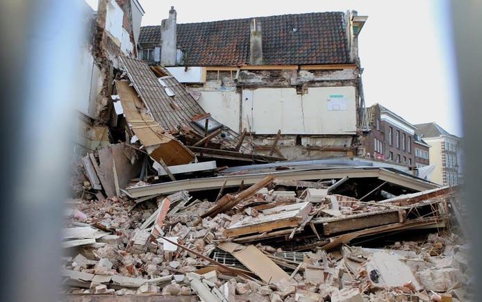 Geen gewonden bij instorting gebouw markt den bosch video overig - Binnen houten huis ...