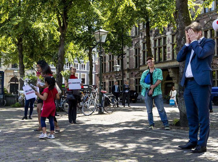 CDA'er Pieter Omtzigt raakte vorige week geëmotioneerd tijdens een gesprek met gedupeerde ouders van de toeslagenaffaire op het Plein, voorafgaand aan het debat over de zaak in de Tweede Kamer.
