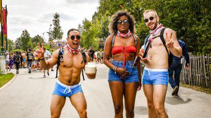 Nee, 't is niet warm, maar veel kleren zijn toch niet nodig op Tomorrowland