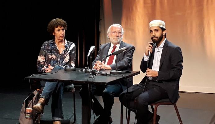 Elkaar echt zien, verbinding maken, dat is de boodschap van rabbijn Awraham Soetendorp (m),  imam Azzedine Karrat (r) en voorganger Margriet van Strien (l).